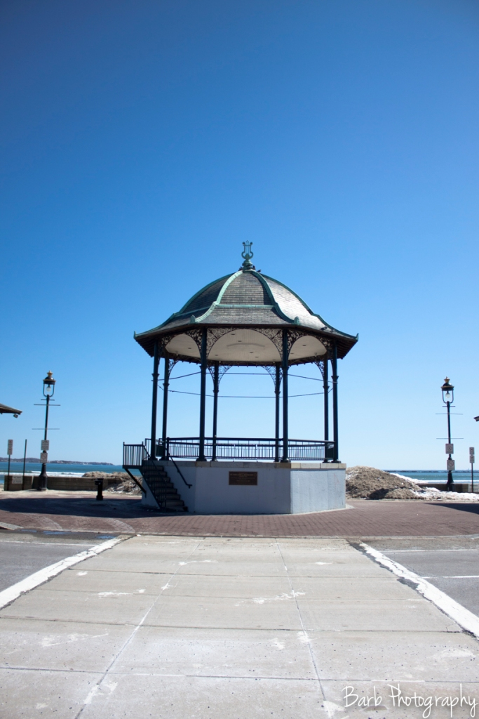 The entrance outside of the Revere Beach blue line MBTA stop.